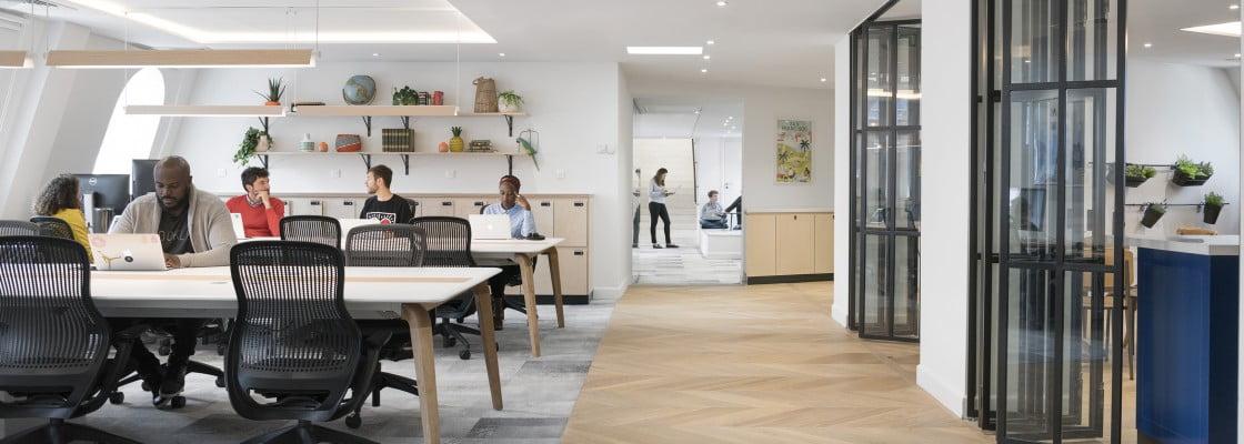 bureaux airbnb paris change the work. Black Bedroom Furniture Sets. Home Design Ideas